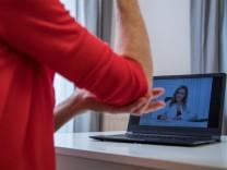 Doktor auf dem Bildschirm:Wenn der Telearzt Hausbesuch macht