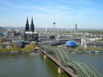 Köln mit den Rheinbrücken, dem Dom und dem Hauptbahnhof