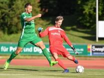 v li Adam Jabiri Schweinfurt 27 Maximilian Engl Torwart VfR Garching 1 Fussball Regional