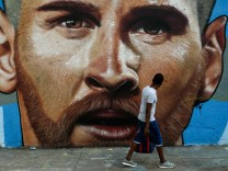 Graffiti in Barcelona mit Lionel Messi