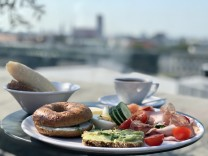 Frühstück im Café im Vorhoelzer Forum an der TU München