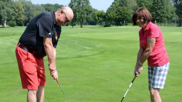 Linkshänder wie Josef Langenberger greifen den Golfschläger meist mit der rechten Hand oben und stehen spiegelverkehrt zu Mitspielern, die Rechtshänder sind.