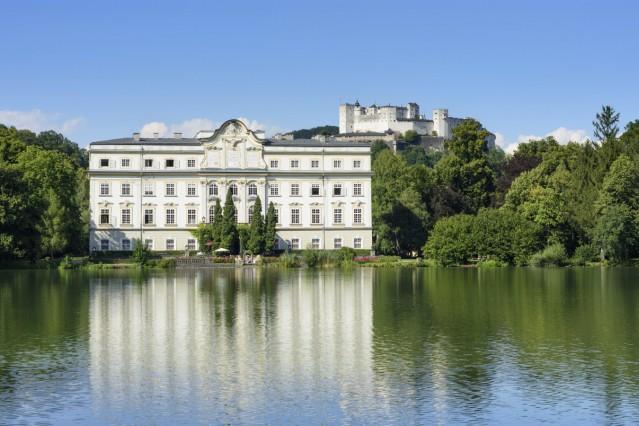 pond Leopoldskroner Weiher castle Schloss Leopoldskron Salzburg Salzburg Austria