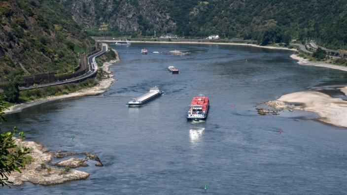 Sommerhitze - Niedrigwasser Rhein