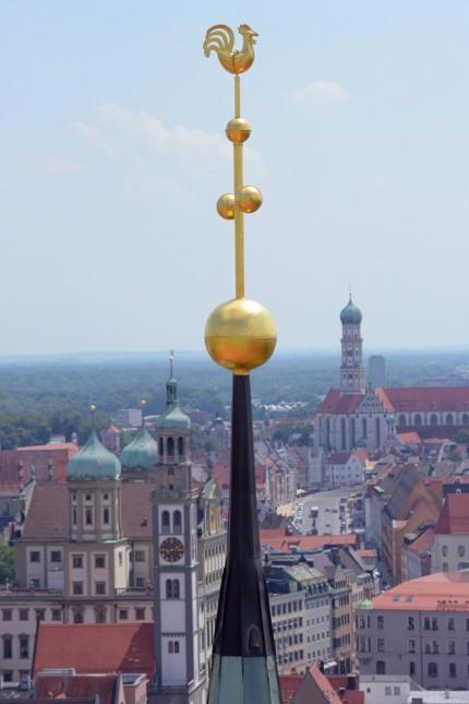Montage der Turmspitze auf Augsburger Dom