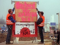 Holzmann-Bauschild: Bauarbeiter danken Schröder mit Plakat