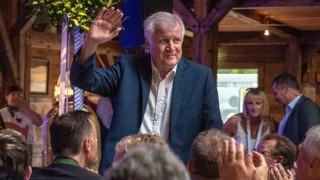 Seehofer hält erste Bierzelt-Rede