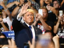 US President Trump holds rally in Pennsylvania ahead of midterm elections
