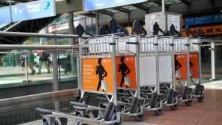 Gepäckwägen auf dem Flughafen in München, 2013