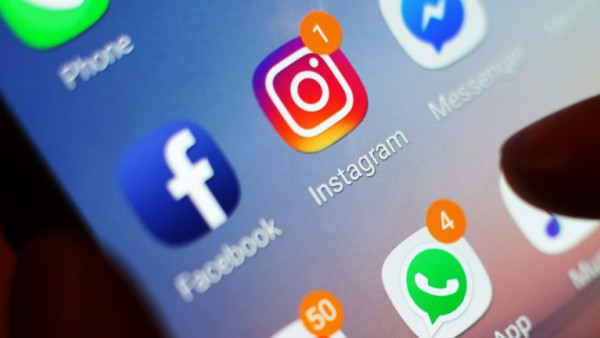 Facebook und Instagram auf einem Smartphone