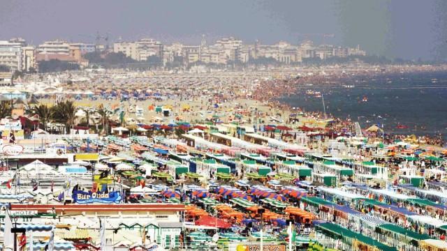 Streit um den Strand überschattet Italiens Badesaison