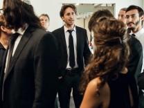 Daniel Grossmann, Dirigent des Jewish Chamber Orchestras Munich, spielt im Tatort.