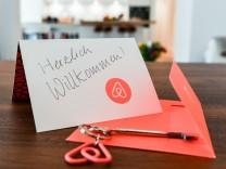 Wer auf Airbnb Wohnungen zu lange vermietet, verstößt gegen ein bayerisches Gesetz.