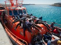 Spanien: Flüchtlinge erreichen den Hafen von Tarifa
