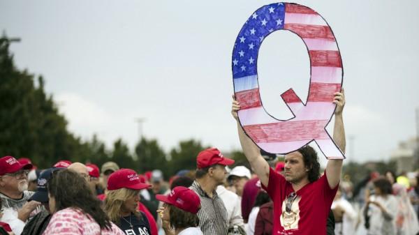 USA: Ein Anhänger von QAnon