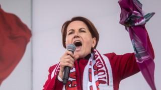 Türkei: Meral Akşener spricht zu Anhängern