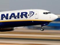 Ein Ryanair-Flugzeug beim Start