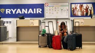 Ryanair-Streik: Eine Passagierin wartet auf den Check-in