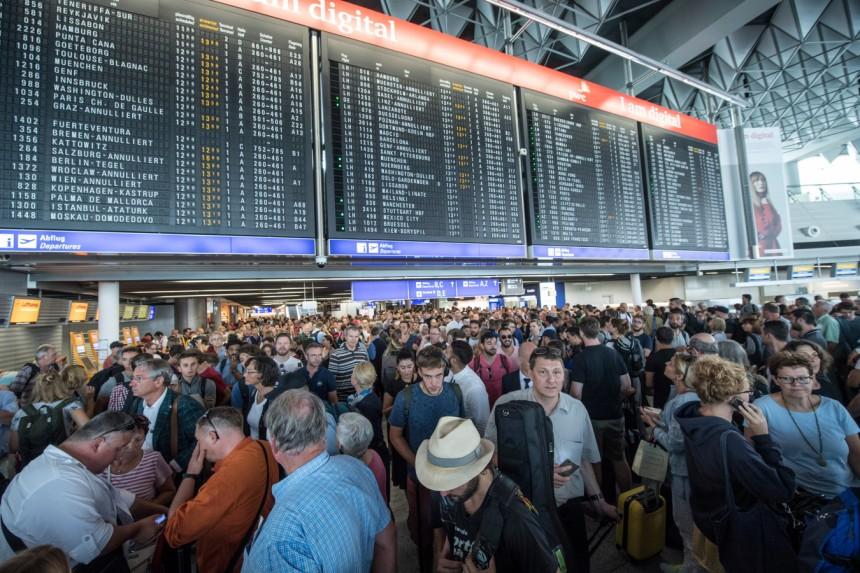 Lufthansa Chef Räumt Ein Wir Sind Mitschuldig Am Chaos Wirtschaft