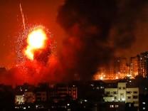 Gazastreifen: Raketen explodieren 2018 in Gaza Stadt