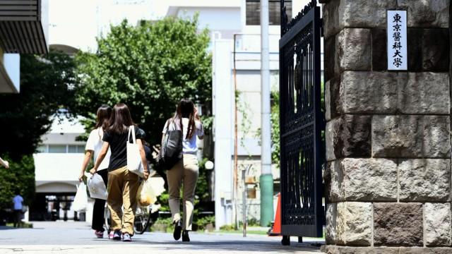 An der Medizinischen Hochschule in Tokio wurden Testergebnisse von Frauen manipuliert, damit mehr Männer Arzt werden können.