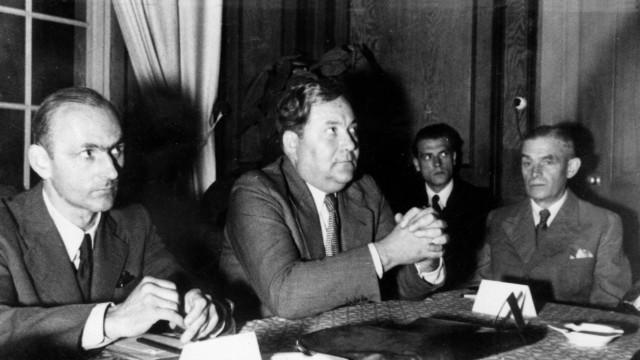 Gustav von Schmoller und Carlo Schmid auf Herrenchiemsee, 1949