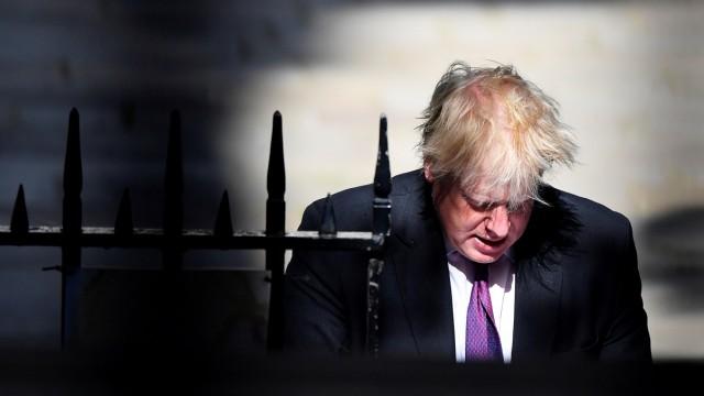 Boris Johnson in der Downing Street in London
