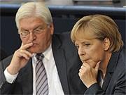 Frank-Walter Steinmeier und Angela Merkel; AP