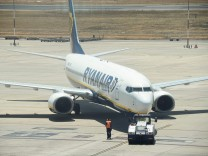 Eine Ryanair-Maschine auf dem Flughafen Valencia