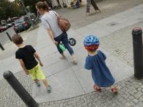 Mutter mit zwei Kindern in Berlin
