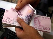 Türkische Lira in einer Wechselstube in Istanbul