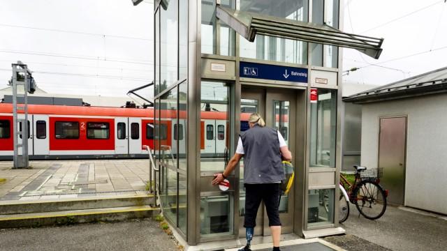 Defekter Aufzug Grafing Bahnhof
