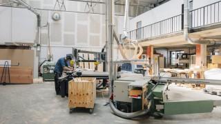 Carpenter working on shop floor model released Symbolfoto property released PUBLICATIONxINxGERxSUIxA