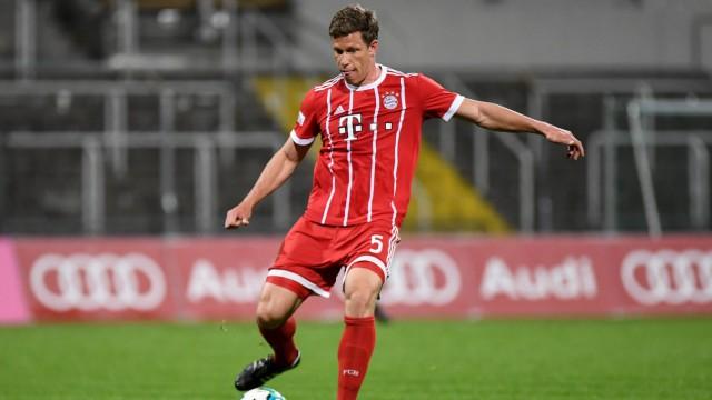 Nicolas Feldhahn Bayern München FCB 5 am Ball Freisteller Ganzkörper Einzelbild Aktion Acti; Fußball