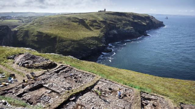 Ancient  writing  inscribed  in  slate  was  discovered  during  an  ambitious  excavation  at  Tintagel  Castle   last  summer.  English  Heritage  has  revealed  the  find  ahead  of  it  going  on  display  at  the  Cornish  Castle.