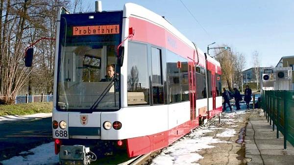 Schiene-Wasser-Luft Straßenbahn als Magnetbahn