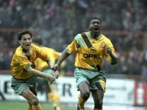 FC Bayern München Adolfo Valencia Bruno Labbadia jubeln 3 1994 HM; Adolfo Valencia