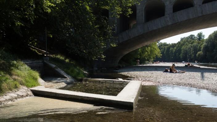 Überlauf in die Isar an der Brücke an der Montgelasstraße