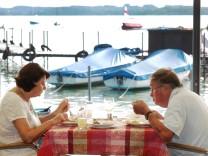 Ehepaar essen und schweigen