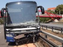 Nürnberg Geisterfahrerin stößt mit Reisebus zusammen