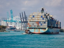 USA United States of America Miami Florida 17 02 2015 Sea Land Mercury Containerschiff bei d
