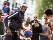 Basketball-Variante 3x3 - NBA-Star Dennis Schröder
