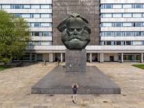 Das Karl Marx Monument in Chemnitz fotografiert mit einer Drohne am 22 04 2018 Am 05 05 2018 jährt