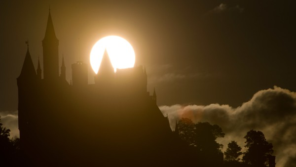 Sonnenaufgang hinter Hohenzollern