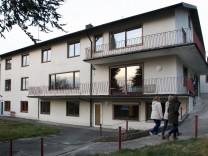 Bürger besichtigen Flüchtlingsheim