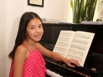 Malaika Xiao Yu am Klavier