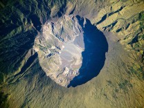 TOPSHOTS-SPACE-INDONESIA-TAMBORA-VOLCANO