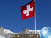 Schweizer Landesfahne weht am Großen Aletschgletscher, dpa