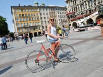 Fahrradverbot auf dem Marienplatz: Wer sich nicht daran hält, zahlt 15 Euro Strafe.