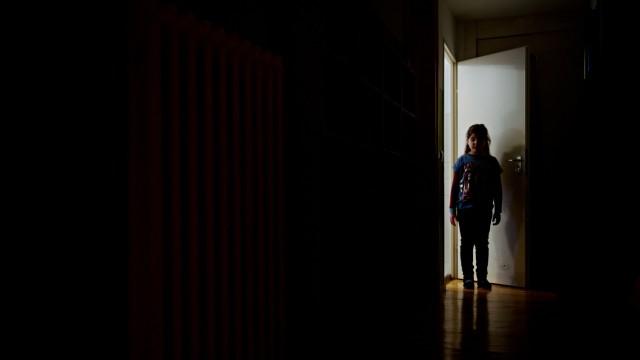 Mädchen im Dunkeln